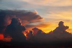 Dramatisk himmel för skymning för atmosfärpanoramafantasi Fotografering för Bildbyråer