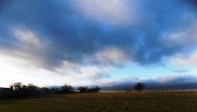 Dramatisk himmel i norr Northumberland, England UK Fotografering för Bildbyråer