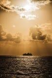 Dramatisk himmel ovanför det joniska havet Arkivfoto