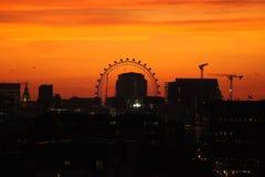 Dramatisk london horisont över staden av london Arkivbild