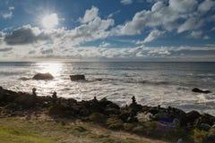 Dramatisk lynnig atmosfär på den atlantiska kustlinjen i aftonsommartid, biarritz, Frankrike arkivbilder