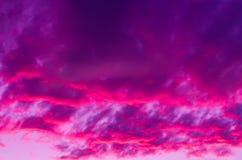 Dramatisk magentafärgad solnedgång Royaltyfria Bilder