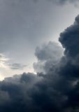 Dramatisk molnbakgrund Arkivfoton