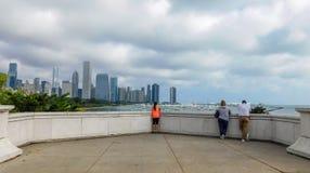 Dramatisk molnig himmel över i stadens centrum Chicago arkivfoto