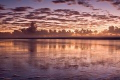 dramatisk röd solnedgång Arkivfoton