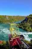 Dramatisk sikt av det berömda Niagara Falls uttaget som visar en kabelbil arkivbild