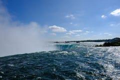 Dramatisk sikt av det berömda Niagaraet Falls, i Ontario, Kanada arkivbilder