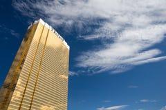 Dramatisk sikt av det internationella hotellet för trumf Arkivfoton