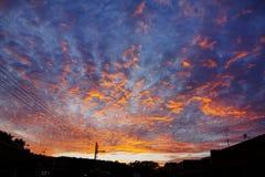 dramatisk skysolnedgång fotografering för bildbyråer