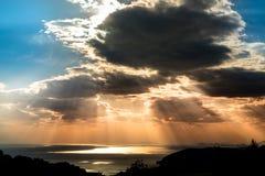 Dramatisk solnedgång över medelhavet Royaltyfria Foton
