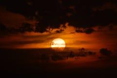 dramatisk solnedgång Arkivbilder
