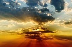 Dramatisk solnedgång Royaltyfria Bilder
