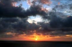dramatisk solnedgång Fotografering för Bildbyråer