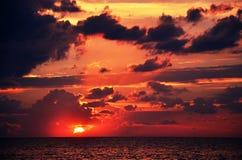 dramatisk solnedgång Royaltyfri Fotografi