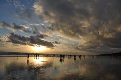dramatisk solnedgång för bali strand Royaltyfria Bilder