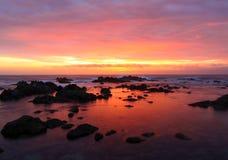 Dramatisk solnedgång på Asilomar den statliga stranden, Monterey, Kalifornien, USA Arkivfoton