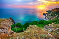 Dramatisk solnedgång på fiolent udde crimea arkivfoton