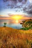 Dramatisk solnedgång på fiolent udde crimea arkivbild