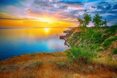 Dramatisk solnedgång på fiolent udde crimea royaltyfri foto