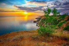 Dramatisk solnedgång på fiolent udde crimea fotografering för bildbyråer