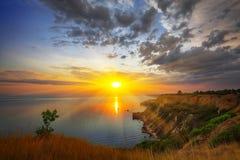 Dramatisk solnedgång på fiolent udde crimea arkivbilder