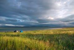 Dramatisk soluppgång över den siberian sjön Ulukol Arkivfoton