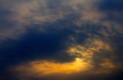 Dramatisk soluppgång Arkivbilder