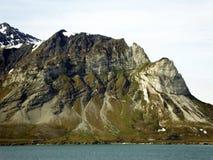 Dramatisk vulkanisk geologi av Spitzbergen, Norge royaltyfri bild