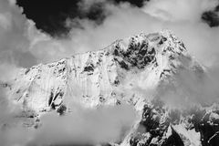 Dramatiska maxima av Cordilleraen Huayhuash, Peru Arkivfoton