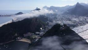 Dramatiska mistberg Rio de Janeiro arkivfilmer