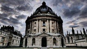 Dramatiska moln över Oxford, England Royaltyfria Bilder