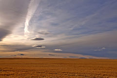 dramatiska montana plattar till skyen Royaltyfri Bild