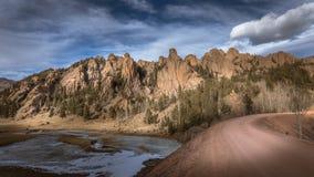 Dramatiska Rocky Mountain Landscape på solnedgången Royaltyfria Bilder