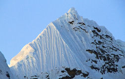 Dramatiskt berglandskap, Cordillera Huayhuash, Peru Royaltyfria Bilder