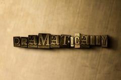 DRAMATISKT - närbild av det typsatta ordet för grungy tappning på metallbakgrunden vektor illustrationer