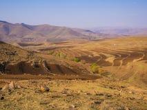 Dramatiskt och härligt berglandskap med terrassed fält under våren, Lesotho, sydliga Afrika Arkivbilder