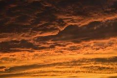 Dramatiskt solnedgångmoln Royaltyfria Foton