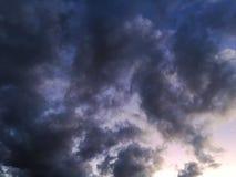 Dramatyczna chmury formacja przy zmierzchem Fotografia Stock
