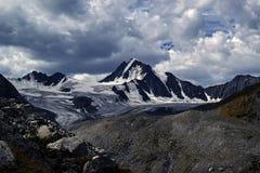 dramatyczna krajobrazowa góra Góra i Zdjęcie Stock