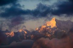 Dramatyczna krajobrazowa Kangchenjunga góra z kolorowym od słońca Fotografia Stock