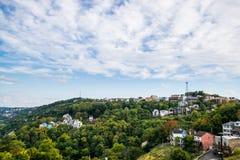 Dramatyczna linia horyzontu śródmieście nad Monongahela rzeka w Pitt obrazy stock