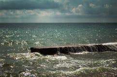 Dramatyczna scena ocean przed burzą Obrazy Royalty Free