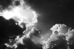 Dramatyczne burz chmury w Czarny i biały Obrazy Stock