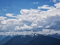 Dramatyczne cumulus chmury Zdjęcia Royalty Free