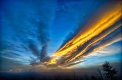 Dramatyczni nieba Great Smoky Mountains NC przy zmierzchem w zimie Zdjęcie Royalty Free