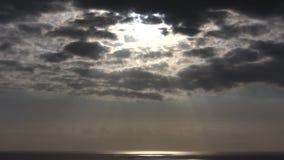 Dramatyczny chmury timelapse z silnym słońcem folował HD 1920x1080 zbiory