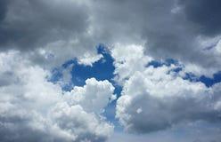 Dramatyczny cloudscape, obłoczny niebo Zdjęcia Royalty Free