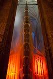 Dramatyczny gothic kościelny wnętrze. Zdjęcia Stock