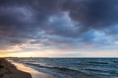 Dramatyczny kolorowy cloudscape, morze śródziemnomorskie Zdjęcia Stock