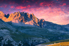 Dramatyczny lato zmierzch w Włochy Alps, Tre Cime Di Lavaredo, Dolo Zdjęcie Stock